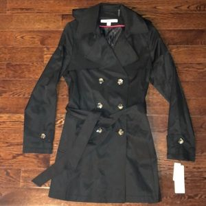 BNWT ❤️DNKY  black trench coat size M. So cute!!!!